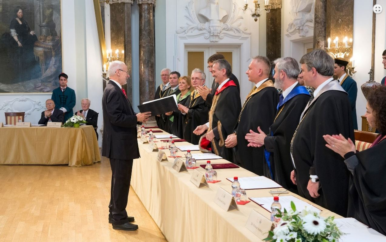 2015-11-13 E Busek doctor honoris ELTE (1)